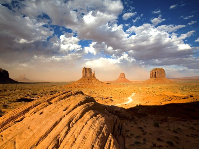 Sandstorm-Monument Valley-Utah Wallpaper
