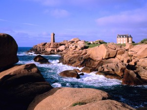 France-Pink Granite Coast-Ploumanach Lighthouse Wallpaper