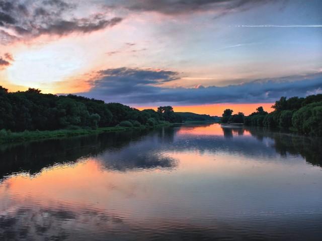 Peaceful Lake Sunset Wallpaper