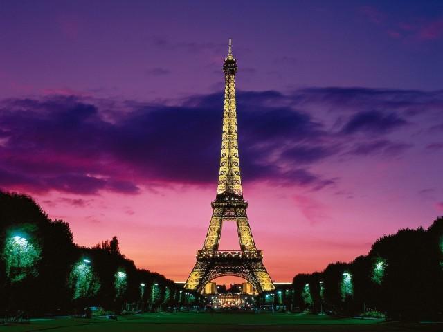Eiffel Tower Dusk-Paris France Wallpaper