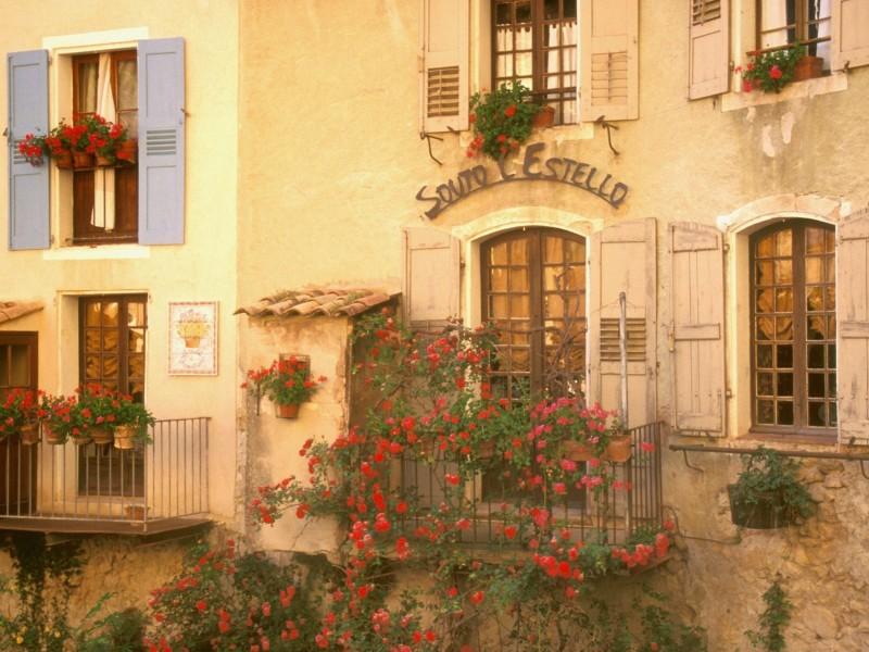 Moustiers Sainte Marie France Wallpaper