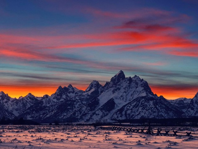 Gorgeous Mountain Range Sunset Wallpaper
