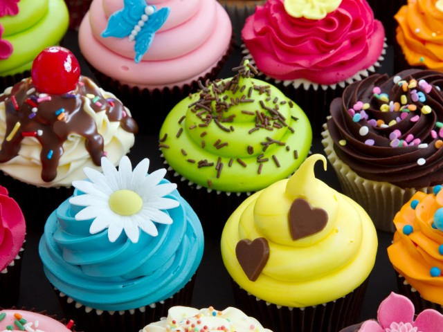 Appetizing Cupcakes Wallpaper
