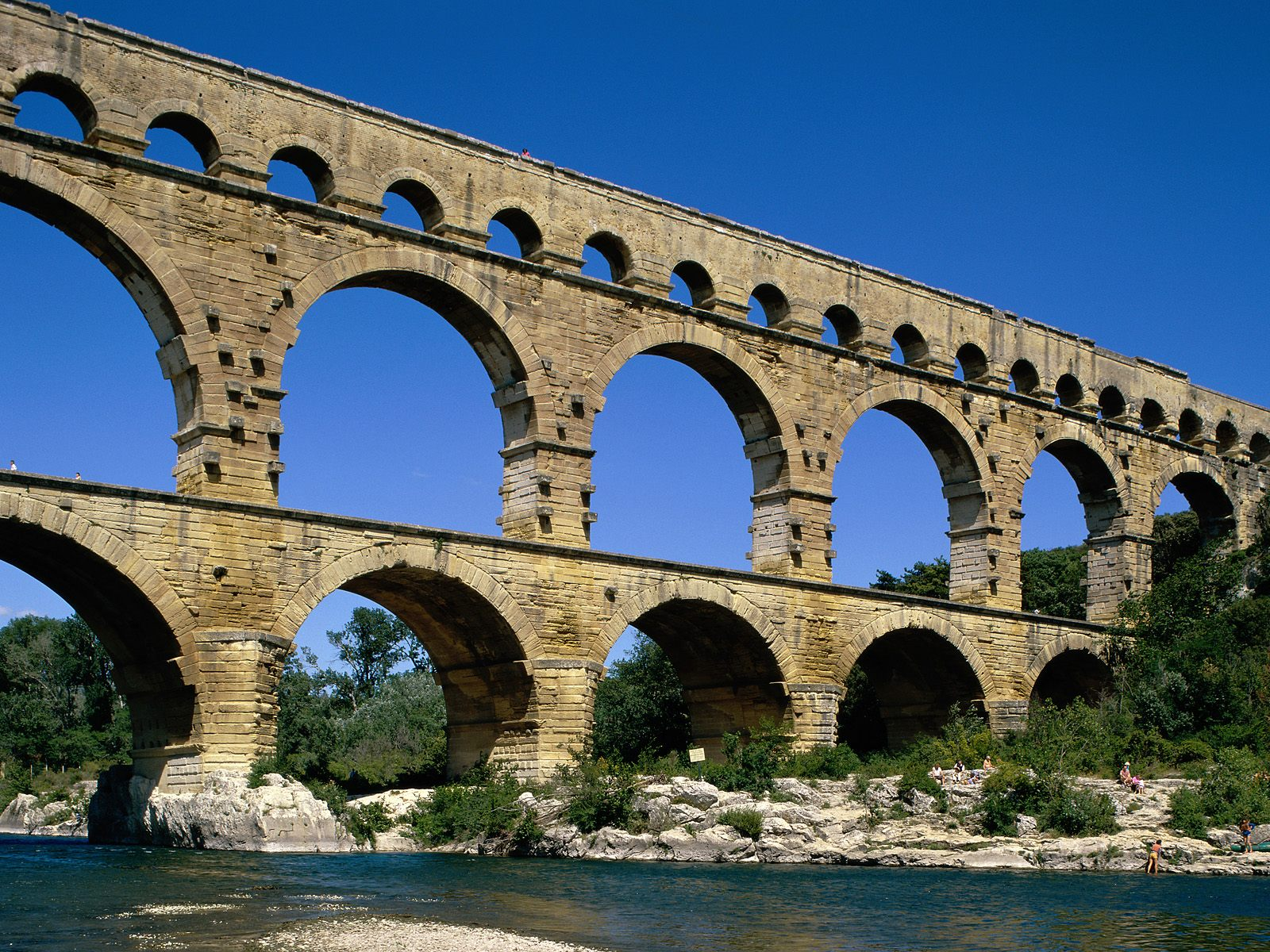 Pont Du Gard Near Avignon France Wallpapergeeks Com