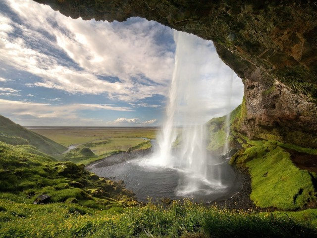Seljalandsfoss Falls Iceland Wallpaper