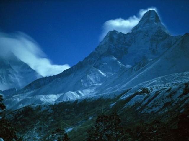 Himalayan Valley-Nepal Wallpaper