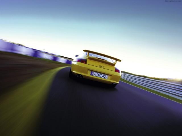 Porsche 911 04 1600