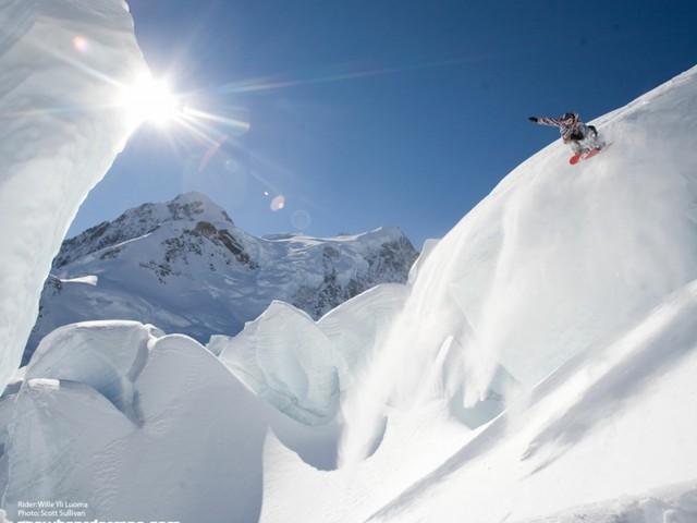 Mountain Snowboarding Wallpaper