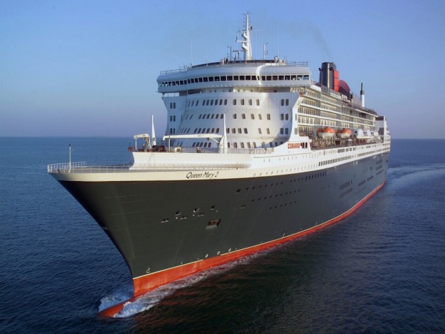 Queen Mary 2 Cruising Wallpaper