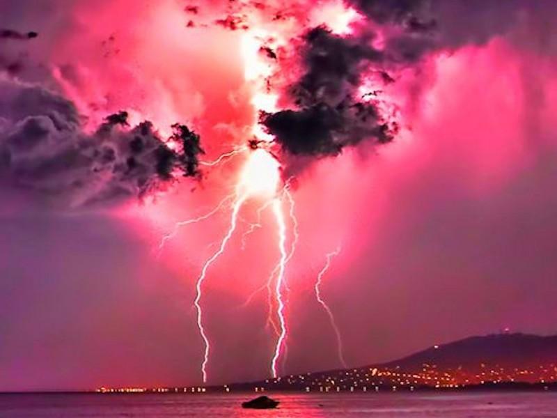 Stormy Pink Sky Wallpaper