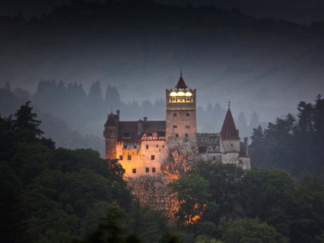 Bran Castle Landmark-Romania Wallpaper