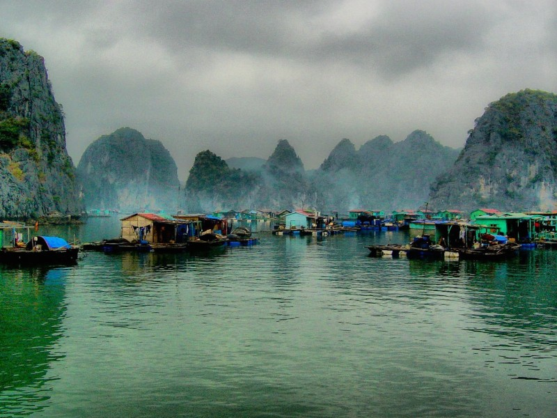 Ha Long Bay Scenic Vietnam Wallpaper