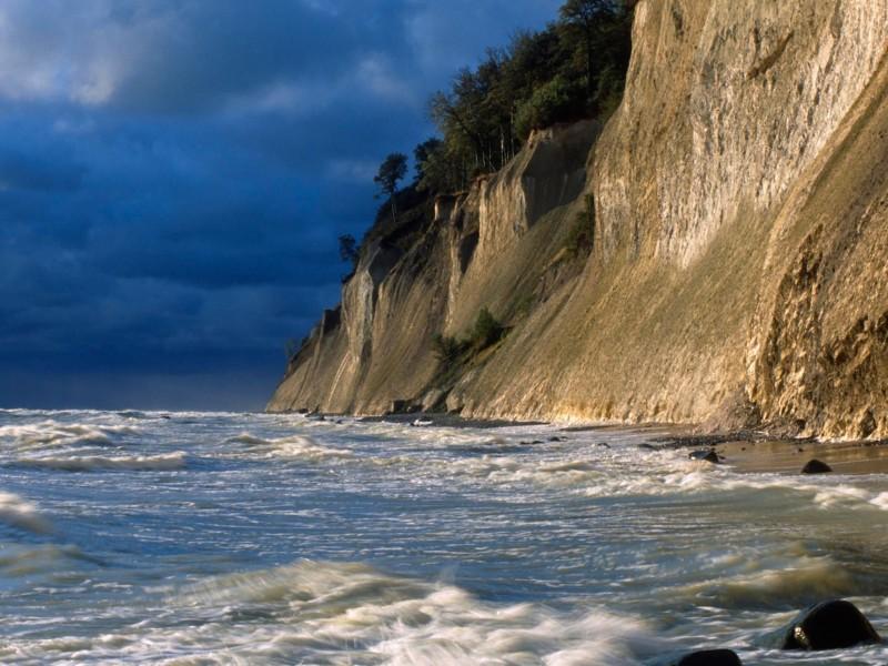Chalk Cliffs-Rugen Island Wallpaper